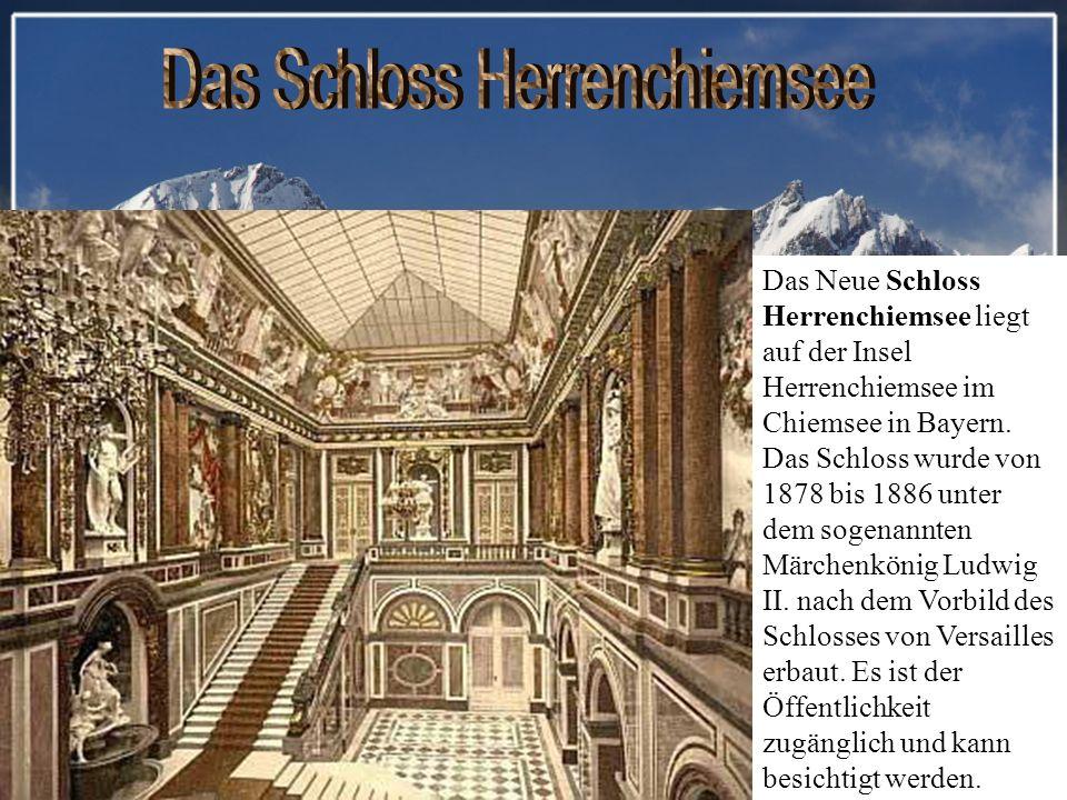 Das Neue Schloss Herrenchiemsee liegt auf der Insel Herrenchiemsee im Chiemsee in Bayern.