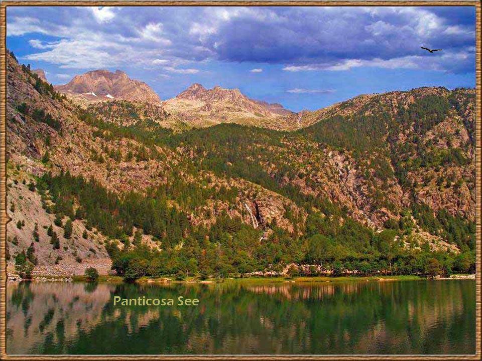 Der schwarze See ( Laguna Negra ) in Soria Herab von den Bergen zum Tale, Vom Tal zu den Höhen hinan, So zieh ich wohl tausendmale, Der Frühling zieht mir voran.
