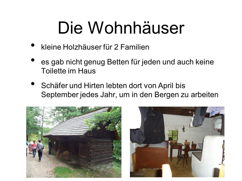 Die Wohnhäuser kleine Holzhäuser für 2 Familien es gab nicht genug Betten für jeden und auch keine Toilette im Haus Schäfer und Hirten lebten dort von April bis September jedes Jahr, um in den Bergen zu arbeiten
