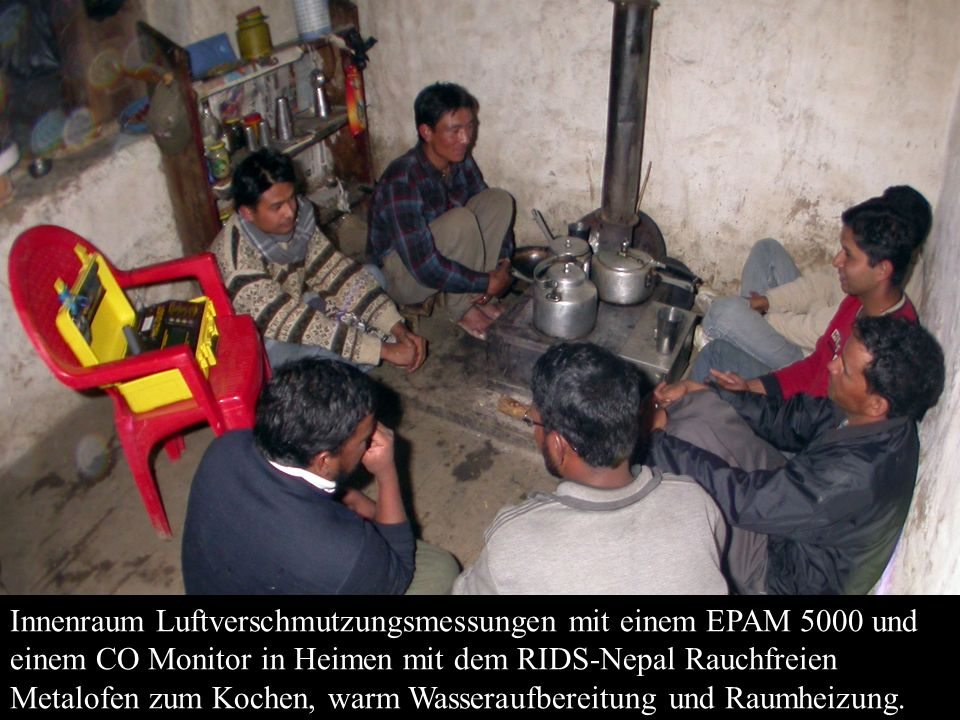 Innenraum Luftverschmutzungsmessungen mit einem EPAM 5000 und einem CO Monitor in Heimen mit dem RIDS-Nepal Rauchfreien Metalofen zum Kochen, warm Wasseraufbereitung und Raumheizung.