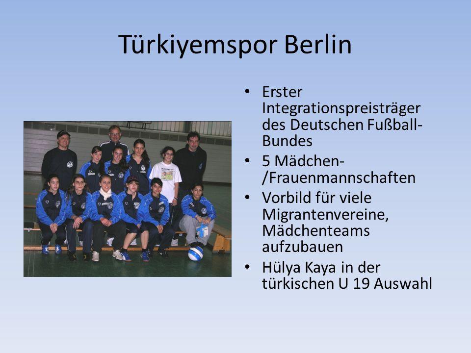 Türkiyemspor Berlin Erster Integrationspreisträger des Deutschen Fußball- Bundes 5 Mädchen- /Frauenmannschaften Vorbild für viele Migrantenvereine, Mädchenteams aufzubauen Hülya Kaya in der türkischen U 19 Auswahl