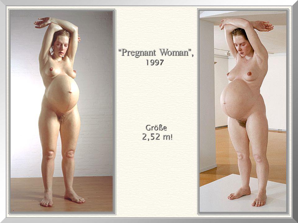 """RON MUECK, in seinem Atelier mit dem Entwurf """" Pregnant Woman """"."""