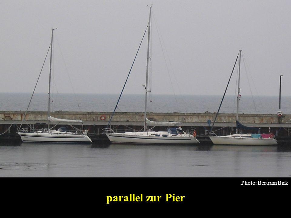 Bertram Birk 2005/2009 23 Boot etwas zurückdriften lassen Wind Mann mit beweglichem Fender für alle Fälle Anlegen an der Pier, Starkwind ablandig