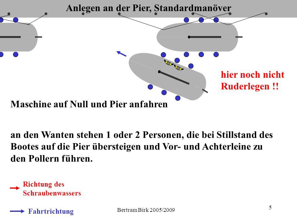 Bertram Birk 2005/2009 5 Fahrtrichtung Richtung des Schraubenwassers Maschine auf Null und Pier anfahren hier noch nicht Ruderlegen !.