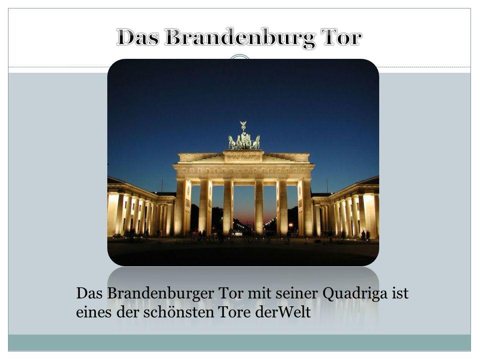 Das Brandenburger Tor mit seiner Quadriga ist eines der schönsten Tore derWelt