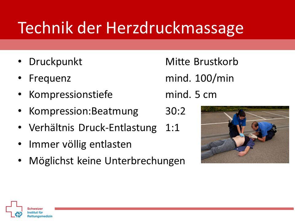 Technik der Herzdruckmassage DruckpunktMitte Brustkorb Frequenz mind. 100/min Kompressionstiefemind. 5 cm Kompression:Beatmung 30:2 Verhältnis Druck-E