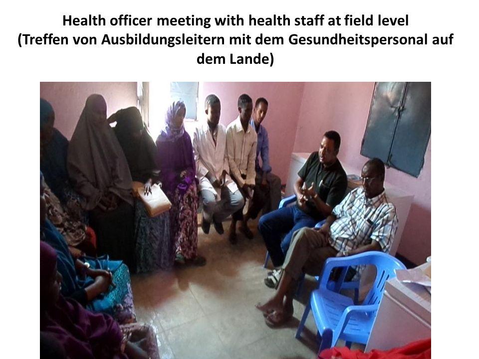 Health officer meeting with health staff at field level (Treffen von Ausbildungsleitern mit dem Gesundheitspersonal auf dem Lande)