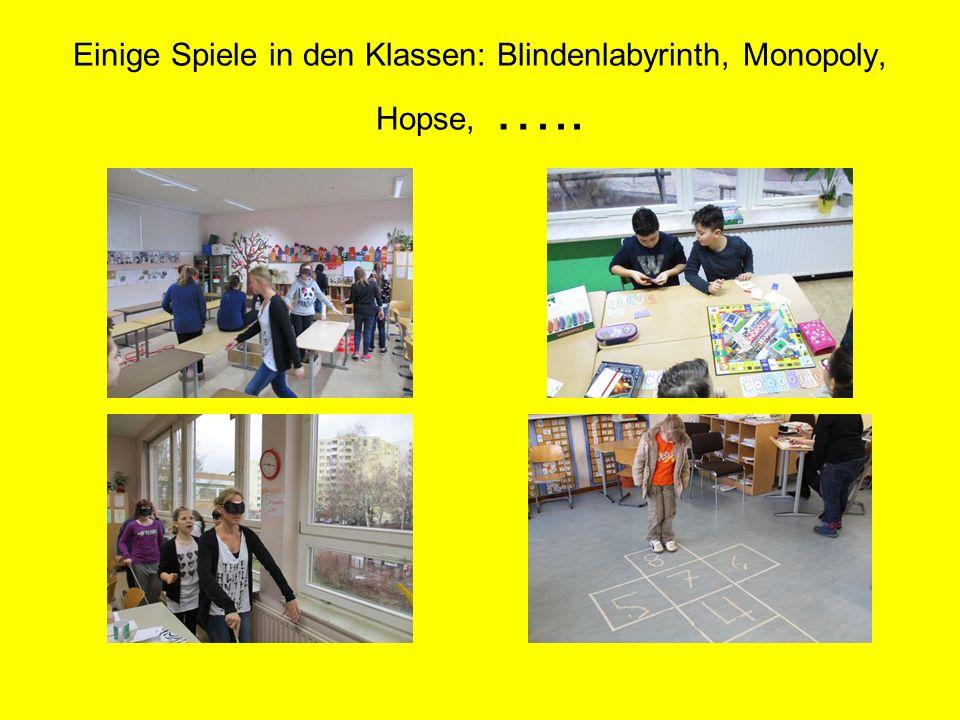Einige Spiele in den Klassen: Blindenlabyrinth, Monopoly, Hopse, …..