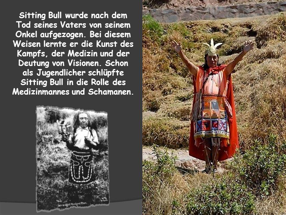 Ein Junge namens Hakada, 10 Jahre alt, wanderte mit seinem Onkel und Cousin durch den Wald, um Büffel zu finden und zu jagen, denn dann brauchte die F