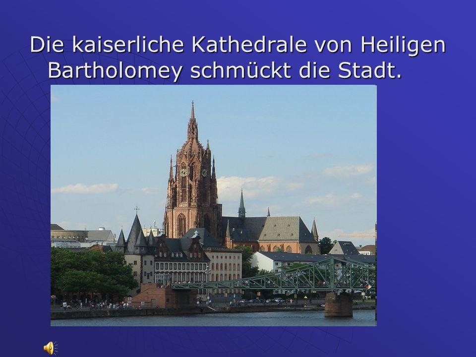 Die kaiserliche Kathedrale von Heiligen Bartholomey schmückt die Stadt.