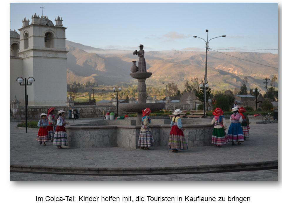 Im Colca-Tal: Kinder helfen mit, die Touristen in Kauflaune zu bringen