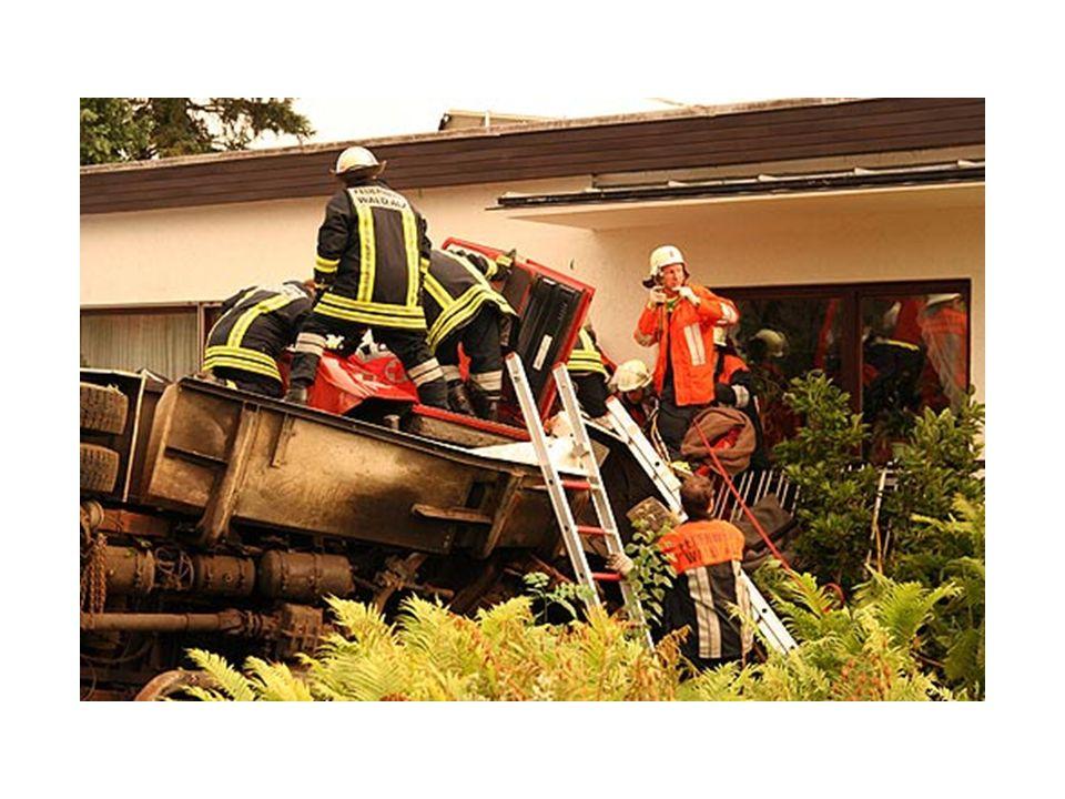 Wieder eine tödliche Einsatzfahrt Feuerwehrmann bei Einsatz tödlich verunglückt…..
