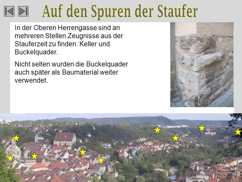 In der Oberen Herrengasse sind an mehreren Stellen Zeugnisse aus der Stauferzeit zu finden: Keller und Buckelquader.