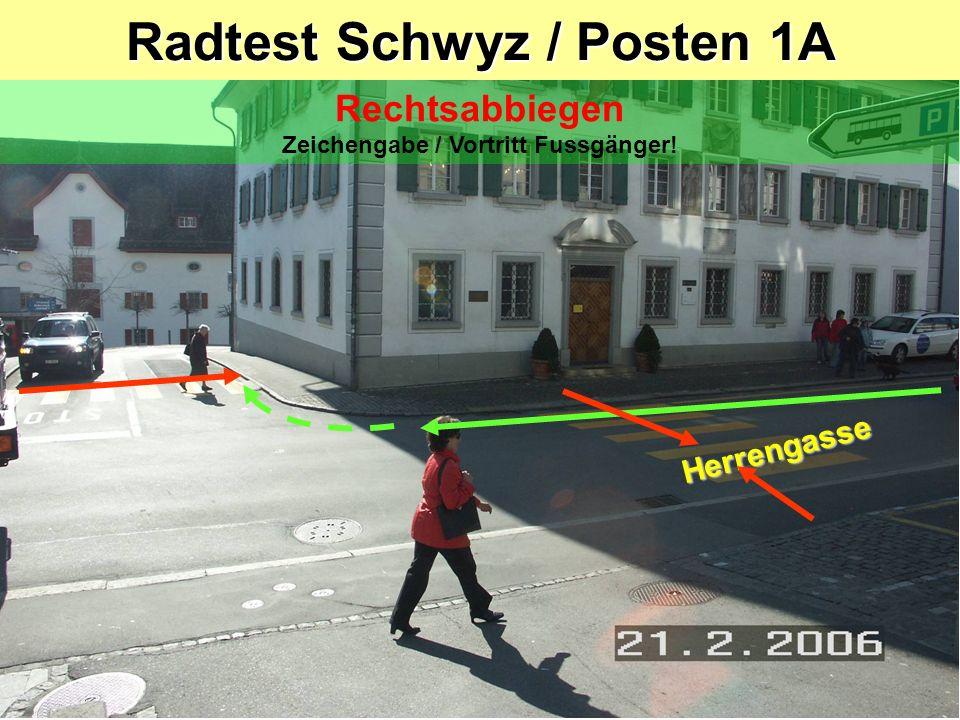 Radtest Schwyz / Posten 1 Herrengasse / Spittel Rechtsabbiegen Zeichengabe / Vortritt Fussgänger! Trottoir Spittel Herrengasse