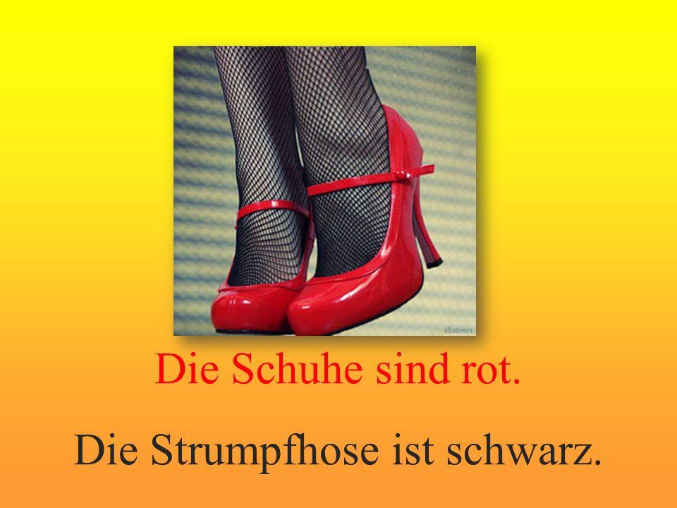 Die Schuhe sind rot. Die Strumpfhose ist schwarz.