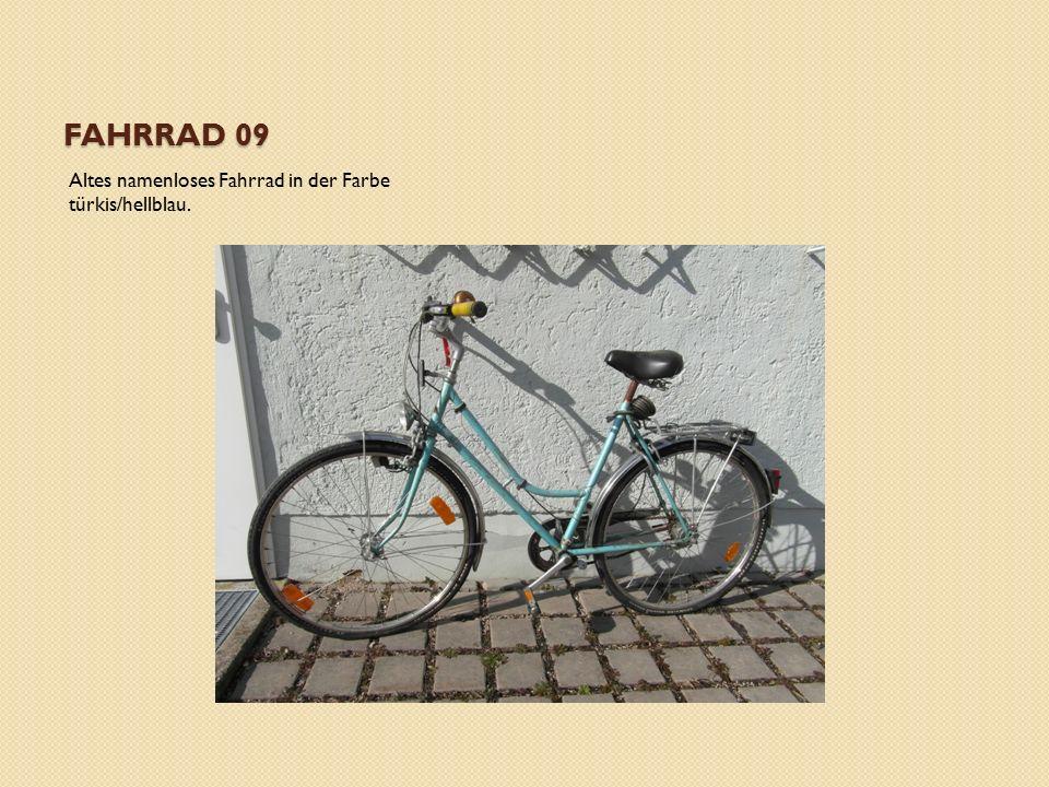 FAHRRAD 09 Altes namenloses Fahrrad in der Farbe türkis/hellblau.