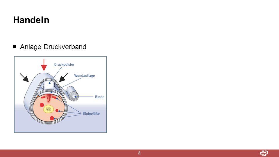 Handeln 9 Einsatz Tourniquet  Nur bei Extremitätenblutungen einzusetzen  Nur wenn Blutstillungsversuche durch Druckverband erfolglos  Zwischen Wunde und Herz anlegen, möglichst wund nah  Direkt auf der Haut anlegen  Nicht über Gelenke anlegen  Zeit der Tourniquetanlage auf vorgesehenem Feld notieren  Nur durch geschultes Personal verwenden  Chirurgische Versorgung der Wunde sollte innerhalb von 2 h erfolgen  Anlage kann starke Schmerzen verursachen