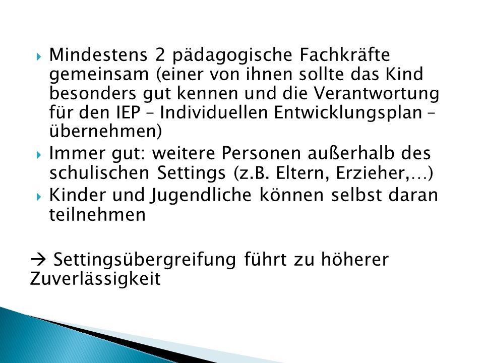  Mindestens 2 pädagogische Fachkräfte gemeinsam (einer von ihnen sollte das Kind besonders gut kennen und die Verantwortung für den IEP – Individuell