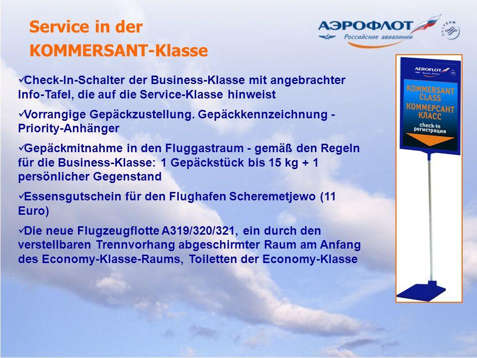 Service in der KOMMERSANT-Klasse Check-In-Schalter der Business-Klasse mit angebrachter Info-Tafel, die auf die Service-Klasse hinweist Vorrangige Gep