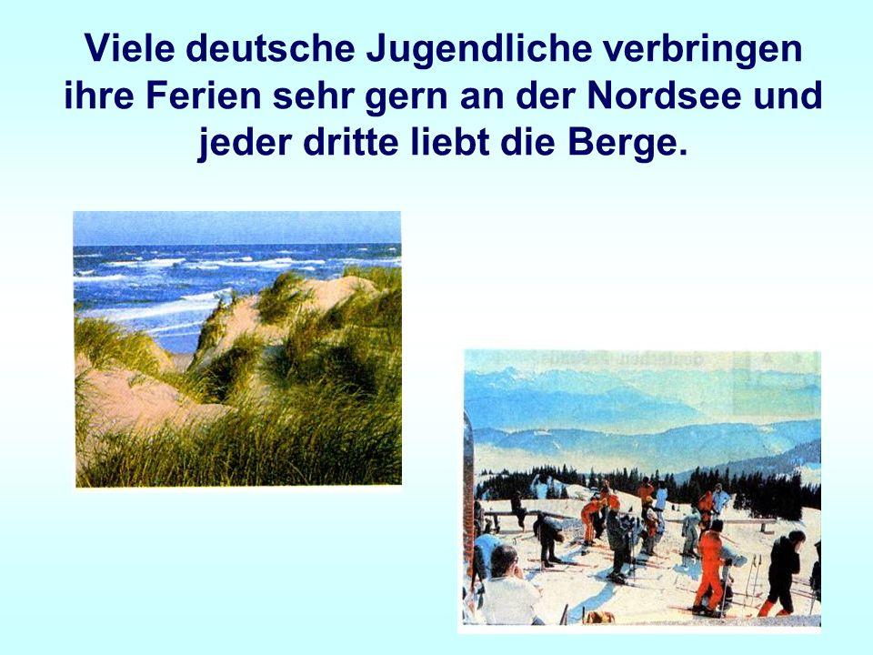 Viele deutsche Jugendliche verbringen ihre Ferien sehr gern an der Nordsee und jeder dritte liebt die Berge.
