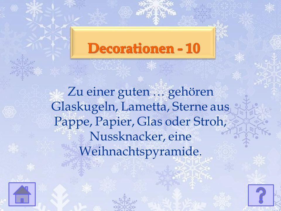 Zu einer guten … gehören Glaskugeln, Lametta, Sterne aus Pappe, Papier, Glas oder Stroh, Nussknacker, eine Weihnachtspyramide.