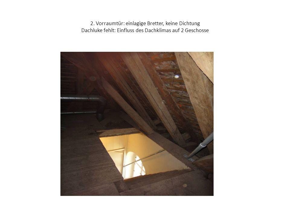 2. Vorraumtür: einlagige Bretter, keine Dichtung Dachluke fehlt: Einfluss des Dachklimas auf 2 Geschosse