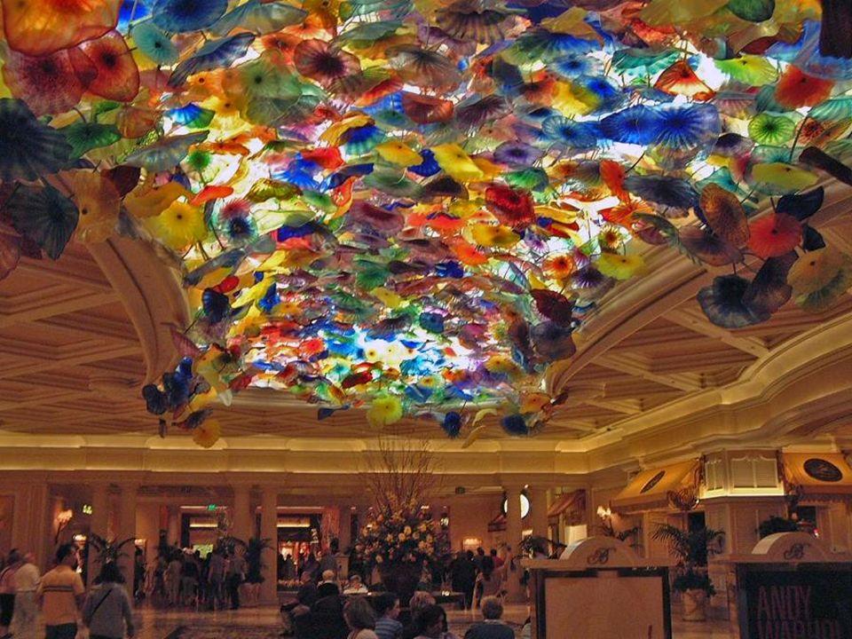 HOTEL PARÍS Das Thema dieser Hotel-Casino ist die Stadt Paris.
