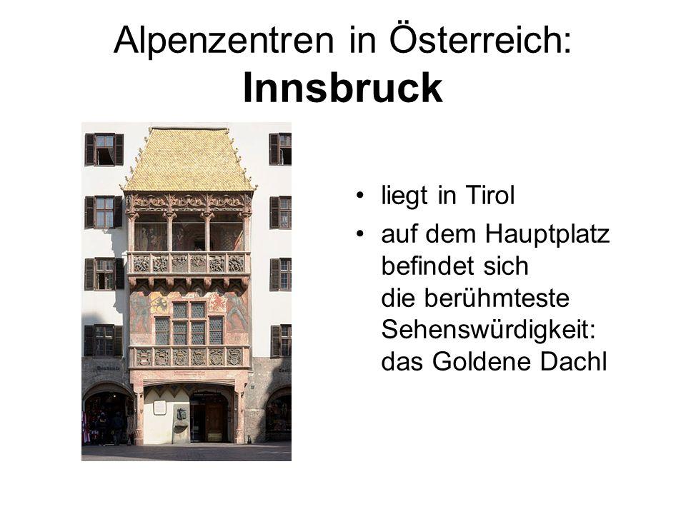 Alpenzentren in Österreich: Innsbruck liegt in Tirol auf dem Hauptplatz befindet sich die berühmteste Sehenswürdigkeit: das Goldene Dachl