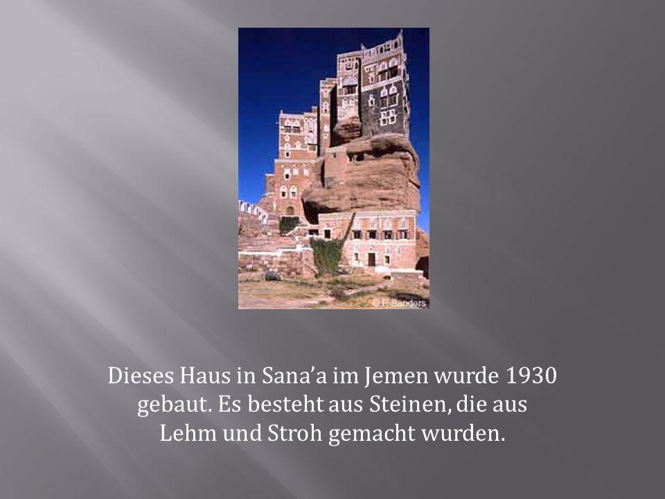 Dieses Haus in Sana'a im Jemen wurde 1930 gebaut. Es besteht aus Steinen, die aus Lehm und Stroh gemacht wurden.