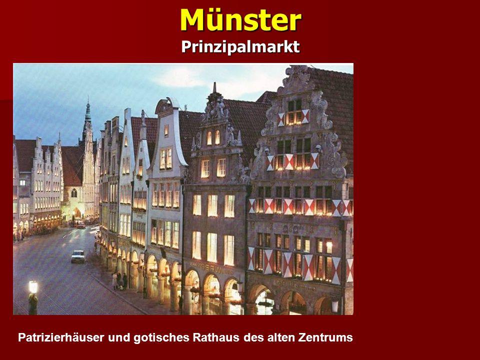 Münster Prinzipalmarkt Patrizierhäuser und gotisches Rathaus des alten Zentrums