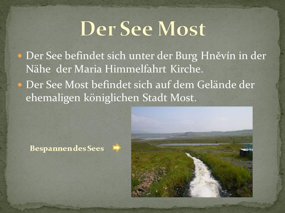Der See befindet sich unter der Burg Hněvín in der Nähe der Maria Himmelfahrt Kirche. Der See Most befindet sich auf dem Gelände der ehemaligen königl