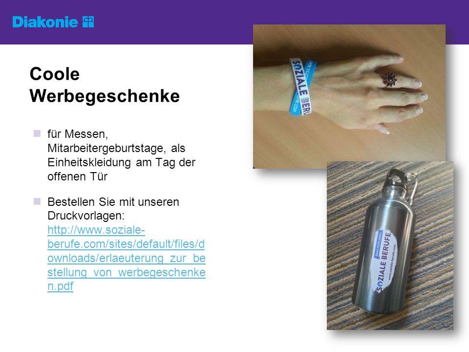 für Messen, Mitarbeitergeburtstage, als Einheitskleidung am Tag der offenen Tür Bestellen Sie mit unseren Druckvorlagen: http://www.soziale- berufe.com/sites/default/files/d ownloads/erlaeuterung_zur_be stellung_von_werbegeschenke n.pdf http://www.soziale- berufe.com/sites/default/files/d ownloads/erlaeuterung_zur_be stellung_von_werbegeschenke n.pdf Coole Werbegeschenke