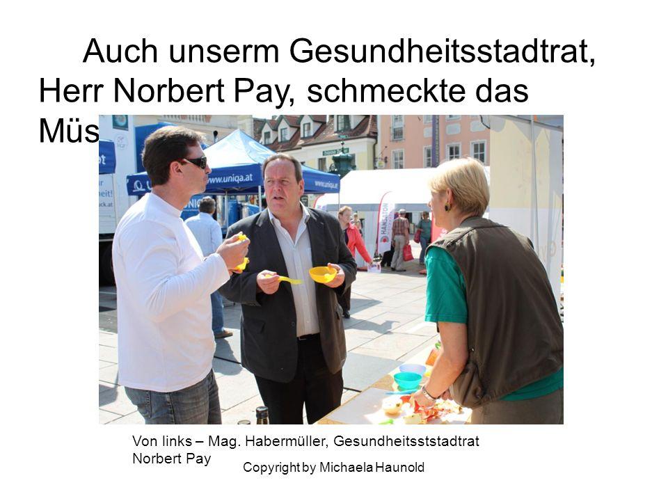 Copyright by Michaela Haunold Auch unserm Gesundheitsstadtrat, Herr Norbert Pay, schmeckte das Müsli! Von links – Mag. Habermüller, Gesundheitsststadt