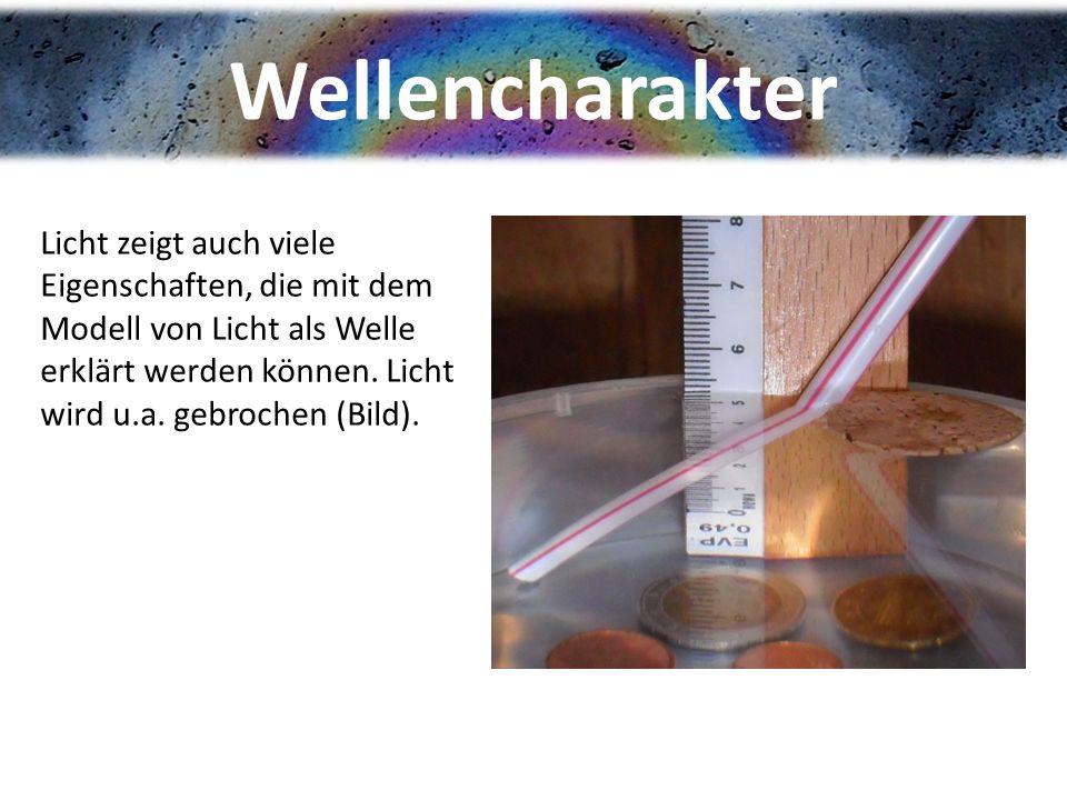 Wellencharakter Licht zeigt auch viele Eigenschaften, die mit dem Modell von Licht als Welle erklärt werden können. Licht wird u.a. gebrochen (Bild).