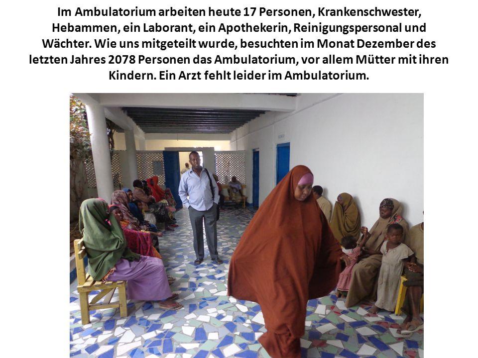 Im Ambulatorium arbeiten heute 17 Personen, Krankenschwester, Hebammen, ein Laborant, ein Apothekerin, Reinigungspersonal und Wächter.