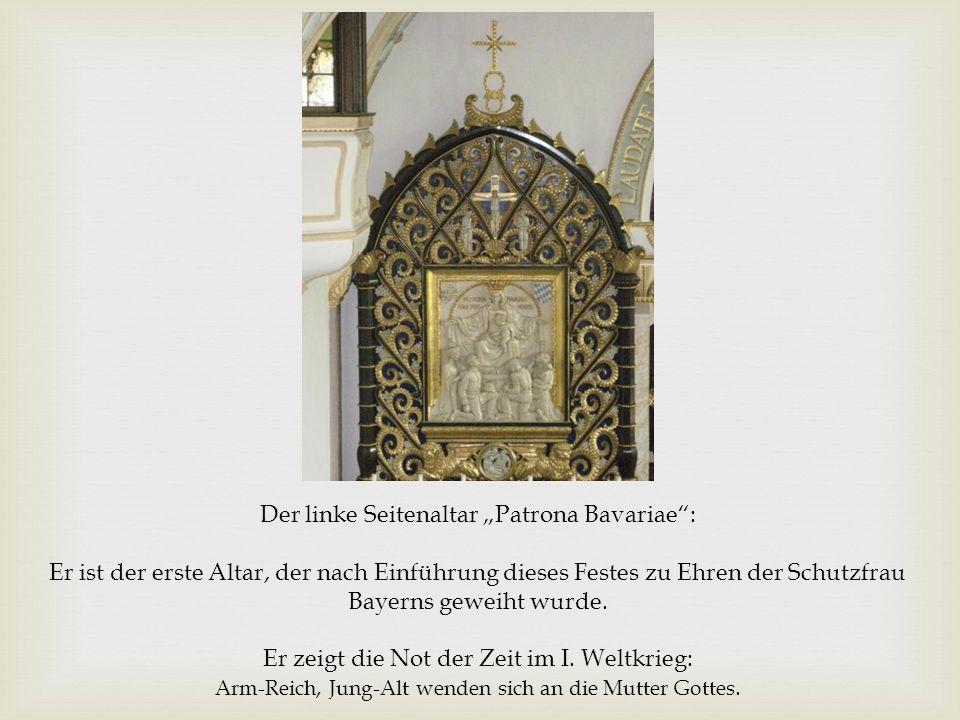 """Der linke Seitenaltar """"Patrona Bavariae : Er ist der erste Altar, der nach Einführung dieses Festes zu Ehren der Schutzfrau Bayerns geweiht wurde."""
