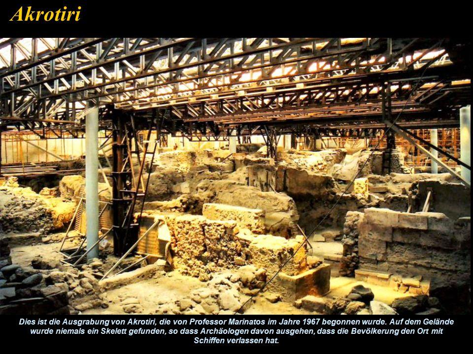 Ein Fresko, welches in Akrotiri ausgegraben wurde zeigt deutlich dass die antike Stadt Thira von Wasser umgeben war. Geologen rekonstruierten (rechts)