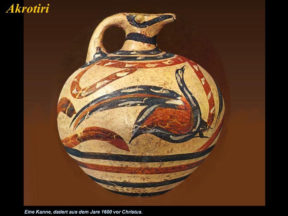 Es wurde eine große Menge von Bleigewichten gefunden. Ein Indiz dafür dass hier ein Handelszentrum in minoischer Zeit existierte. Akrotiri