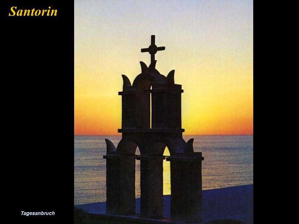 Santorin ist für die Ansischt seiner Sonnenuntergänge bekannt. Santorin