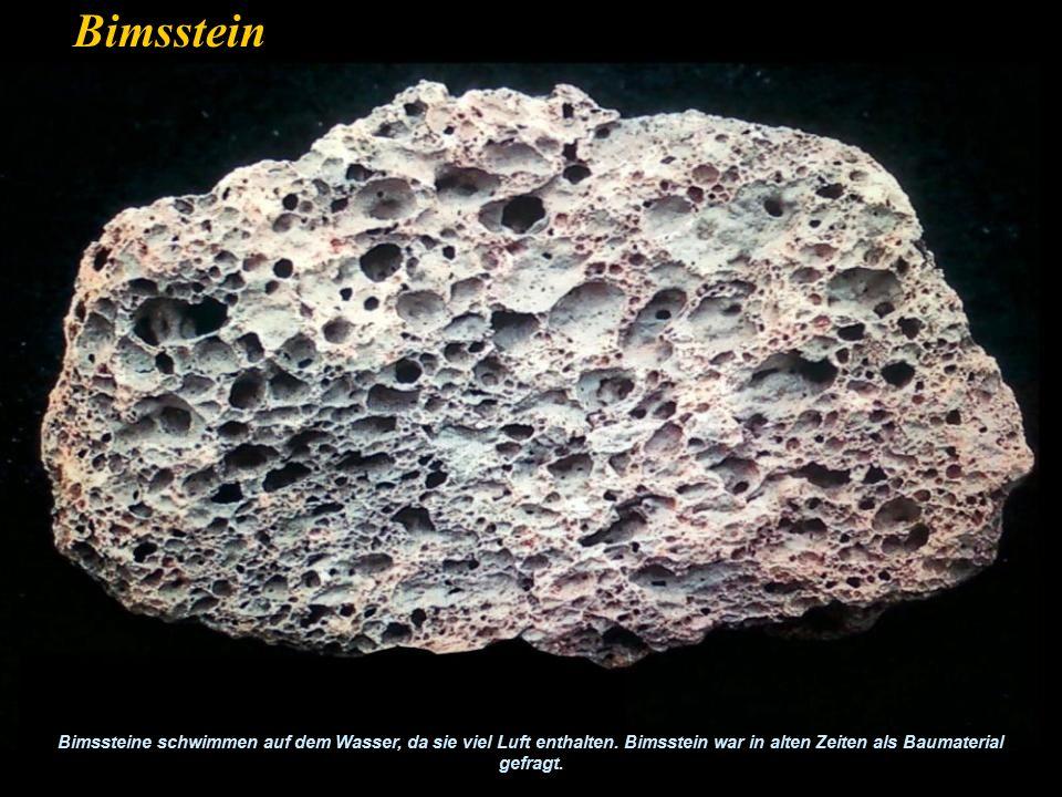 Bimsstein Bimssteine schwimmen auf dem Wasser, da sie viel Luft enthalten.