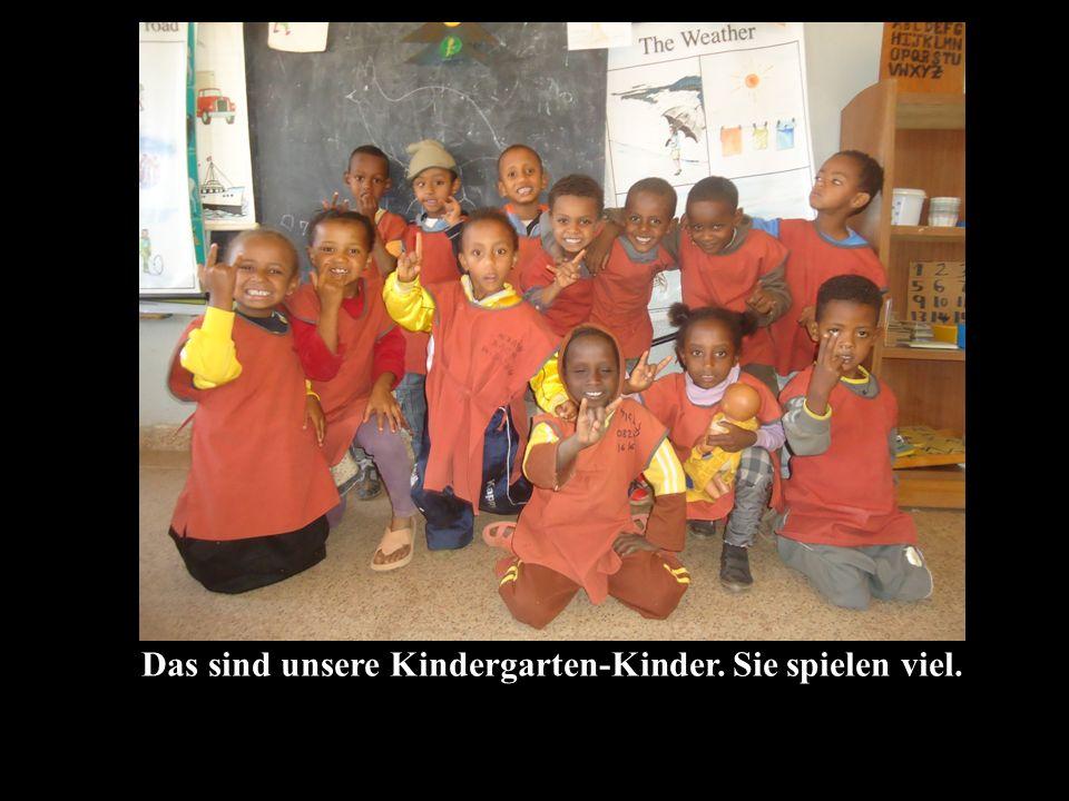 Das sind unsere Kindergarten-Kinder. Sie spielen viel.