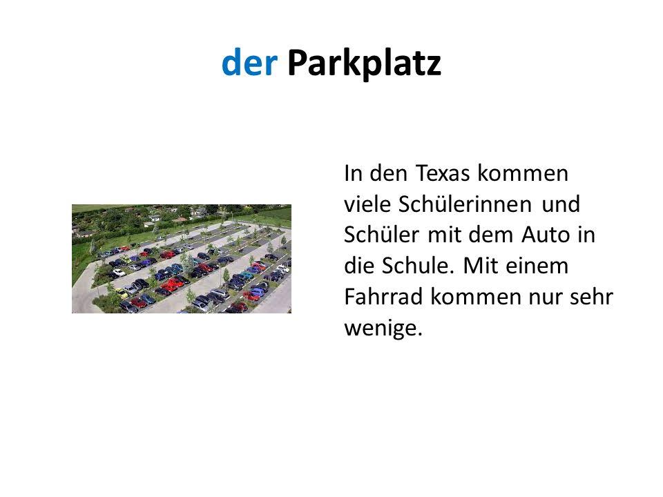 der Parkplatz In den Texas kommen viele Schülerinnen und Schüler mit dem Auto in die Schule.