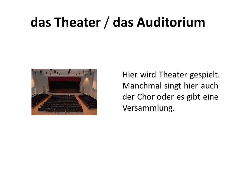 das Theater / das Auditorium Hier wird Theater gespielt. Manchmal singt hier auch der Chor oder es gibt eine Versammlung.