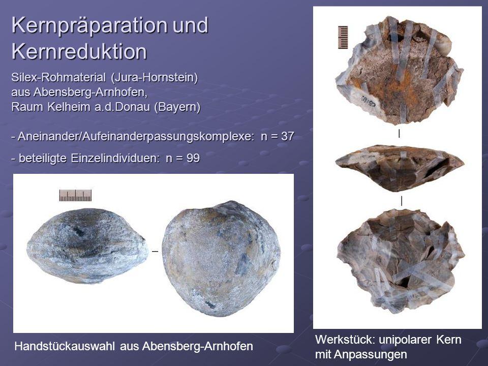 Kernpräparation und Kernreduktion Silex-Rohmaterial (Jura-Hornstein) aus Abensberg-Arnhofen, Raum Kelheim a.d.Donau (Bayern) - Aneinander/Aufeinanderp