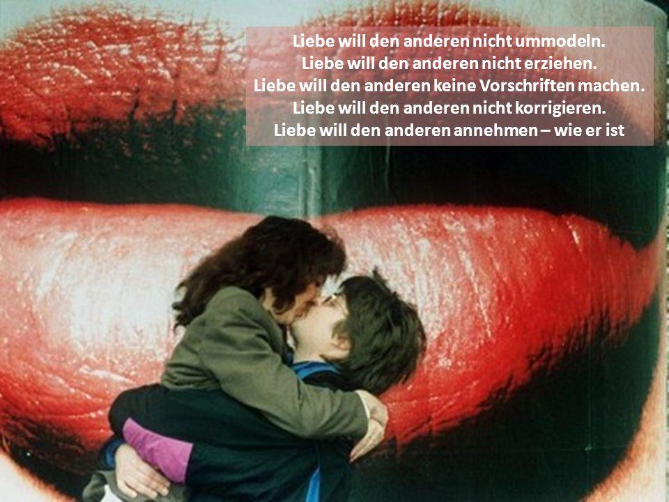 Ich liebe dich, Weil du mich mit einem Kuss weckst, Die Nacht und die Sorgen vertreibst Und die Sonne der Liebe in meinem Herzen anzündest.