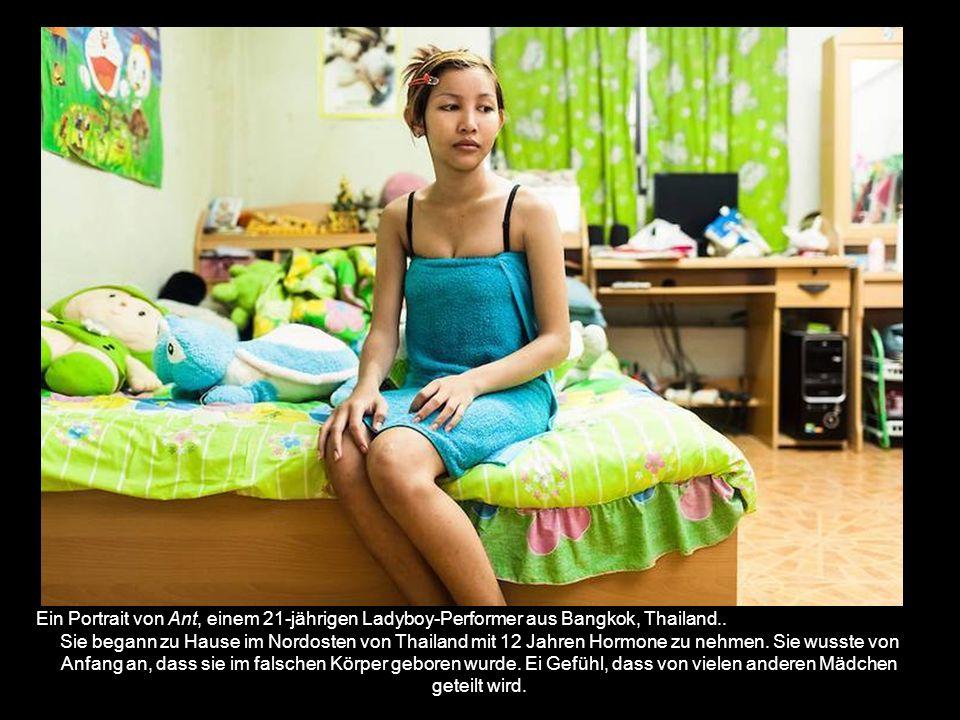 Ein Portrait von Ant, einem 21-jährigen Ladyboy-Performer aus Bangkok, Thailand..