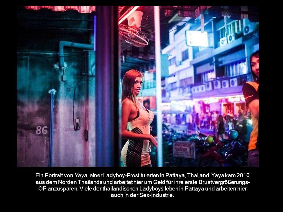 Ein Portrait von Yaya, einer Ladyboy-Prostituierten in Pattaya, Thailand.
