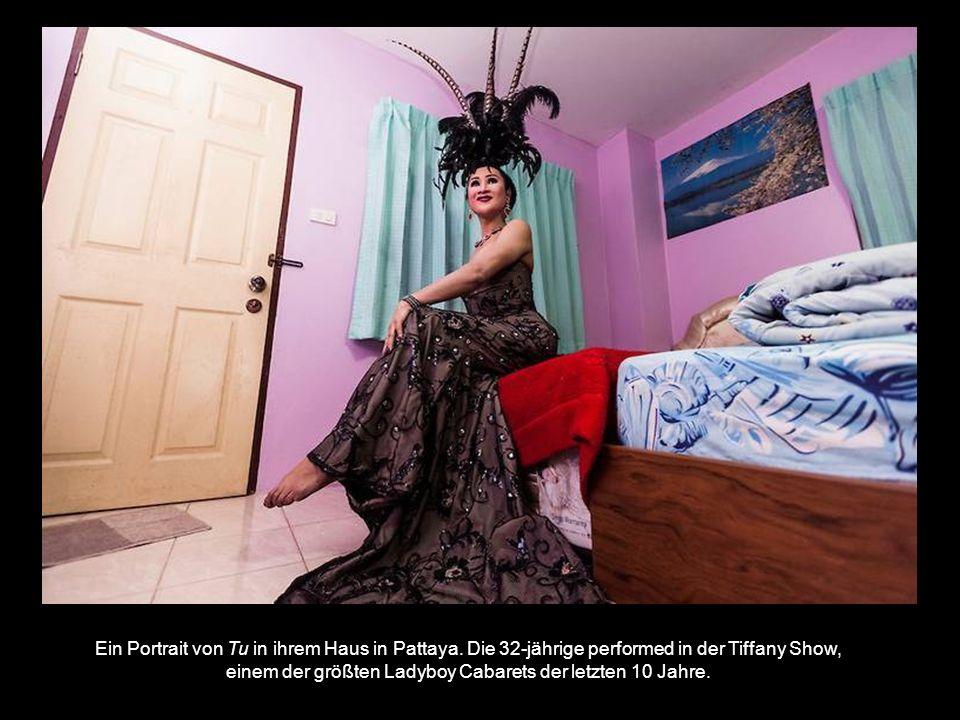 Ein Portrait von Tu in ihrem Haus in Pattaya.