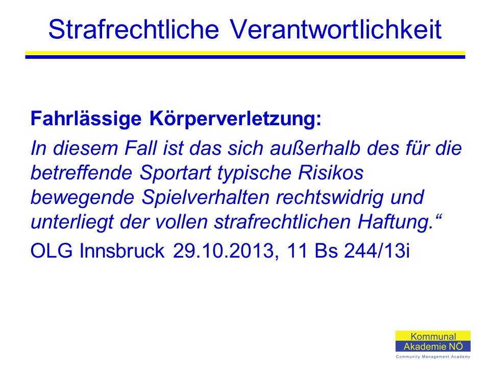 Strafrechtliche Verantwortlichkeit Fahrlässige Körperverletzung: In diesem Fall ist das sich außerhalb des für die betreffende Sportart typische Risikos bewegende Spielverhalten rechtswidrig und unterliegt der vollen strafrechtlichen Haftung. OLG Innsbruck 29.10.2013, 11 Bs 244/13i
