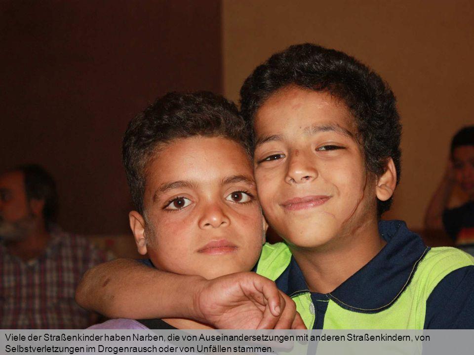 Viele der Straßenkinder haben Narben, die von Auseinandersetzungen mit anderen Straßenkindern, von Selbstverletzungen im Drogenrausch oder von Unfälle